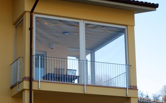 Emejing Chiudere Un Terrazzo Con Vetri Gallery - Idee Arredamento ...